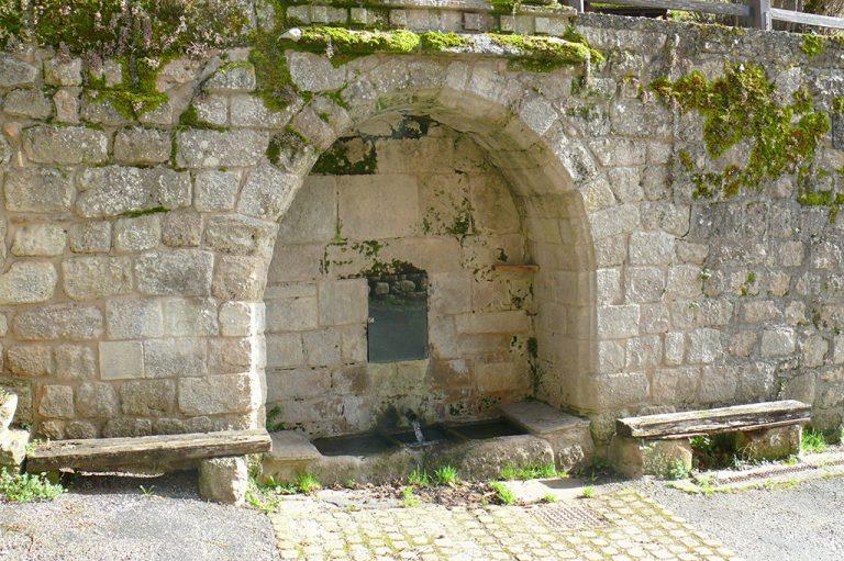 Saint Léons fontaine Barathieu